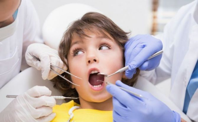 Причины разрушения молочных зубов у детей в 1-2 года