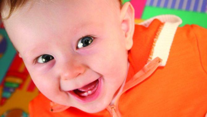 Прорезывание первых зубов у ребенка и уход за ними картинки