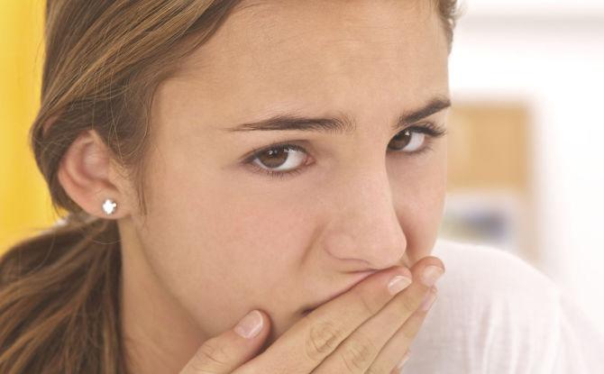 Привкус крови во рту: что это значит, причины, методы избавления