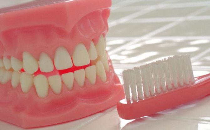Правила ухода за съемными зубными протезами, способы хранения протезов