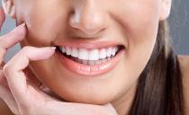 Как отбелить зубы в домашних условиях и не повредить эмаль