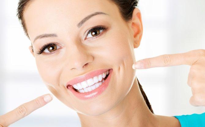 Как отбелить зубы перекисью водорода и пищевой содой в домашних условиях