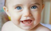 Как и чем помочь ребенку, когда у него режутся зубы