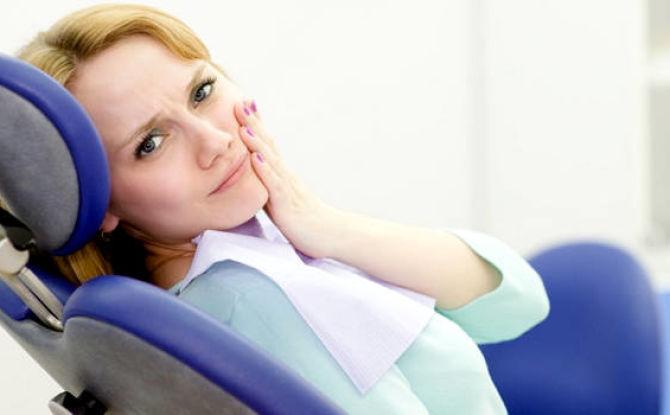 Что делать, если воспалилась десна: причины, симптомы и лечение