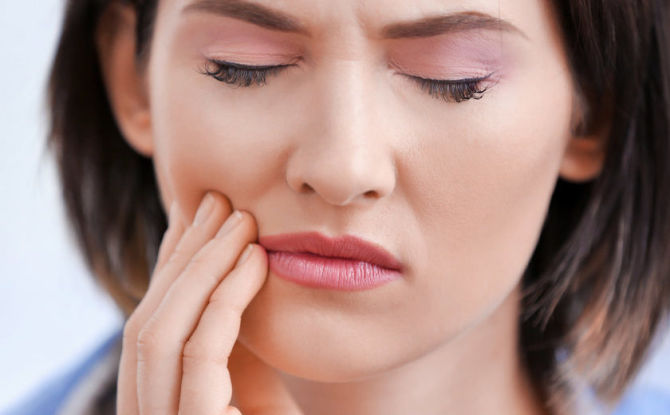 Как обезболить зуб в домашних условиях, если он сильно болит