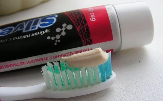 Список зубных паст без фтора для взрослых и детей, как выбрать лучшую пасту без фтора