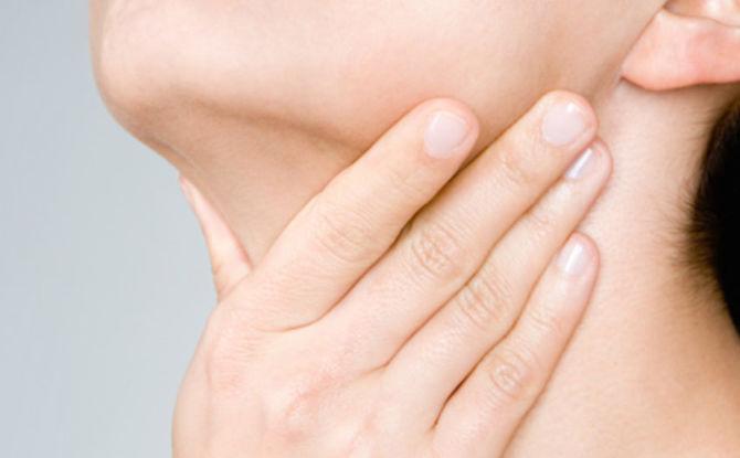 По каким причинам может болеть подбородок или шея под челюстью в области гортани
