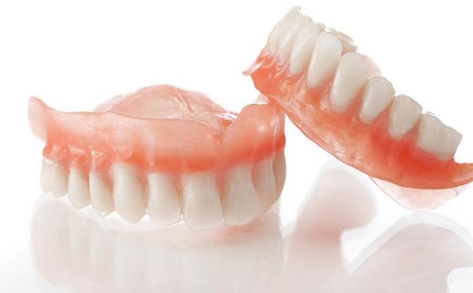 Возможные варианты протезирования при полном отсутствии зубов