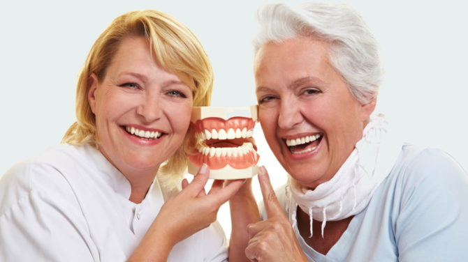 Протезирование зубов пенсионеру