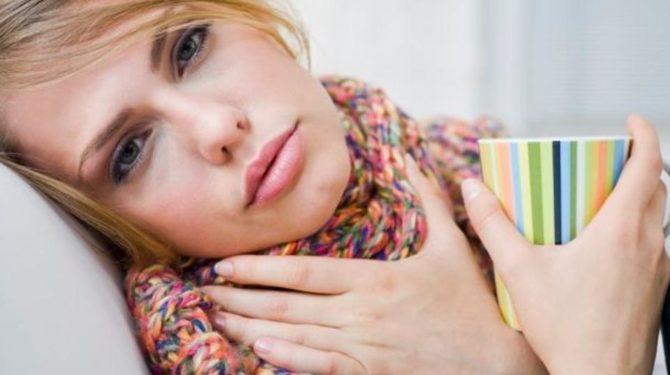 Тонзилитная пробка у женщины