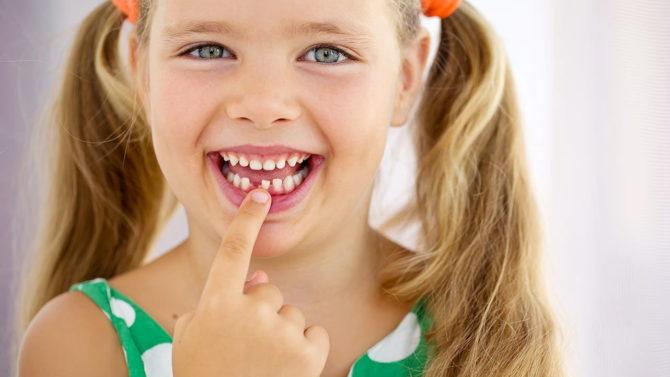У ребенка выпал молочный зуб