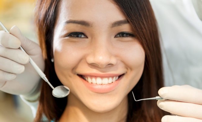Женщина на санации полости рта