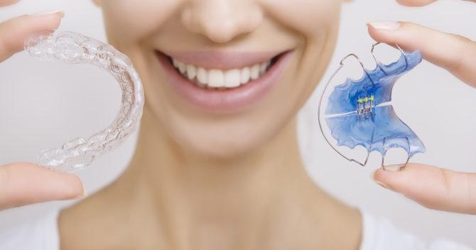 Бесцветные и цветные пластинки для зубов