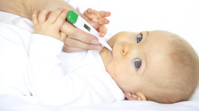 У ребенка поднялась температура из-за прорезывания зубов